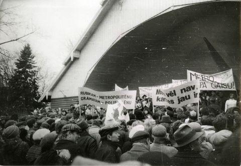 Mītiņš pret metro celtniecību Arkādijas parkā